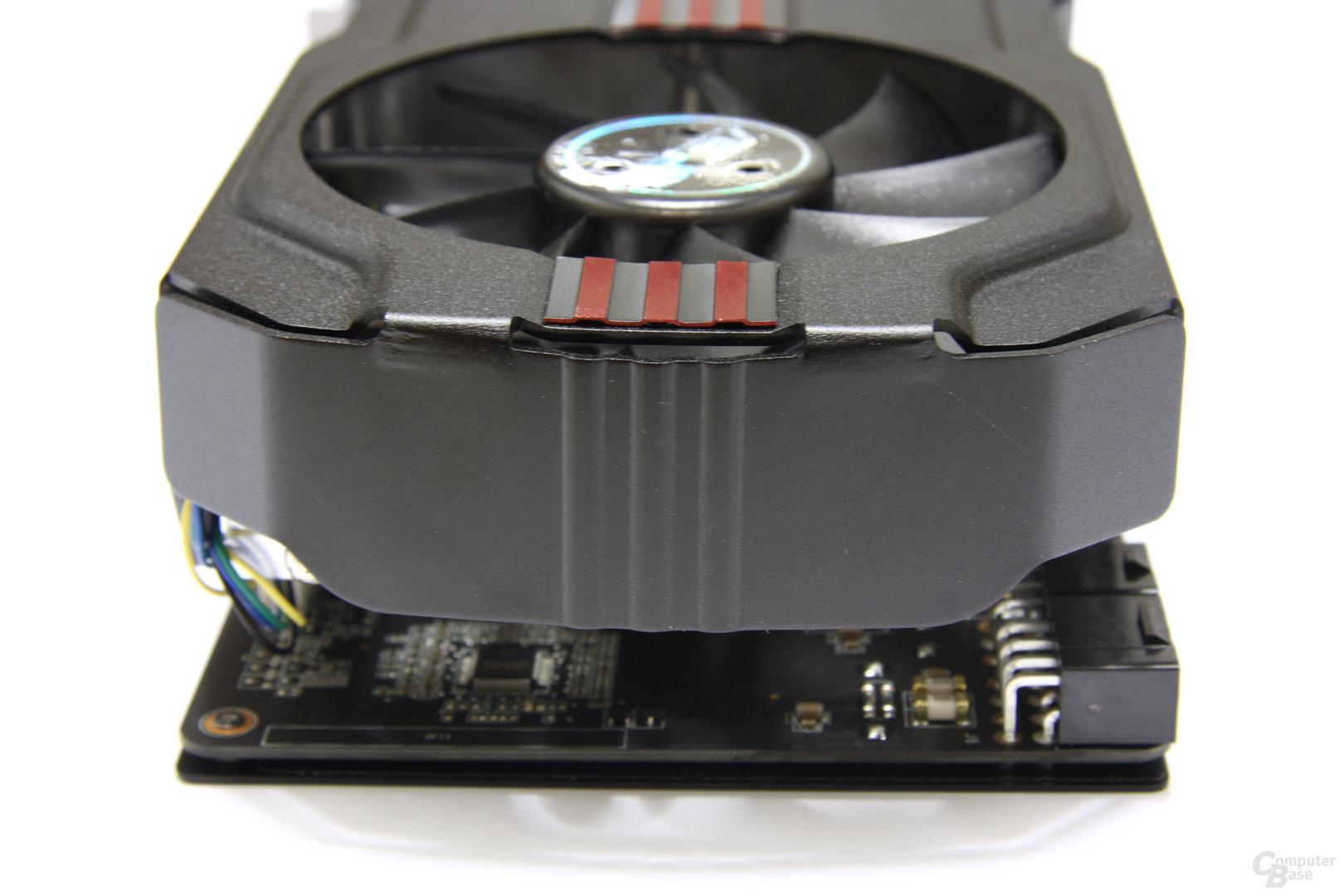 GeForce GTX 570 DirectCU II von hinten