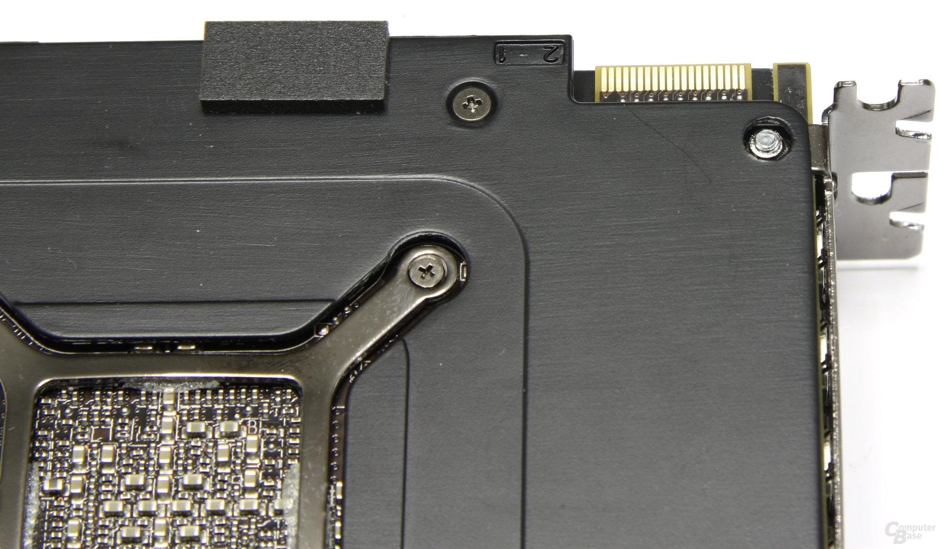 Radeon HD 6990 CF-Anschluss