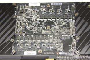 GeForce GTX 590 Rückseite Stromversorgung