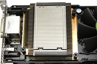 GeForce GTX 590 Kühlkörper 2
