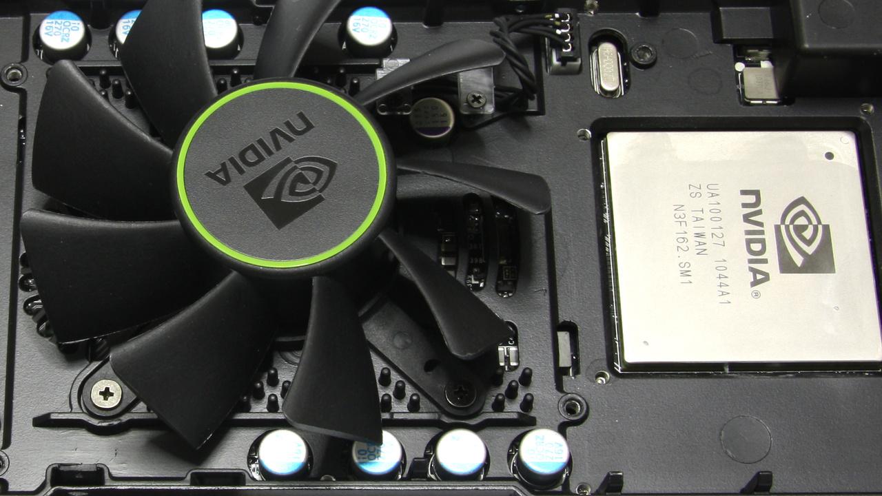 GeForce GTX 590 im Test: Multi-GPU von Nvidia versucht sich an AMDs HD 6990
