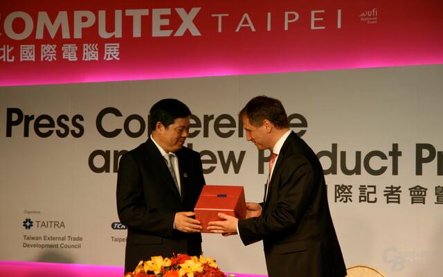 Geschenkaustausch nach Vereinbarung zwischen Computex und CeBIT