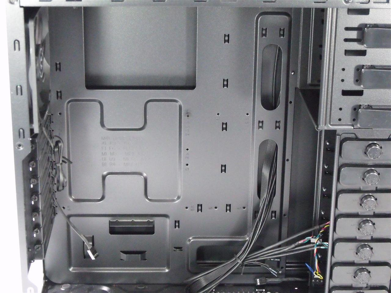 BitFenix Shinobi – Mainboardträger