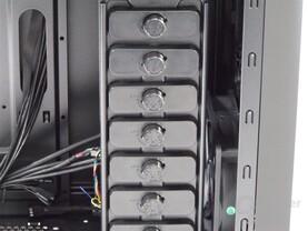 """BitFenix Shinobi – Befestigung für 3,5""""-Festplatten"""