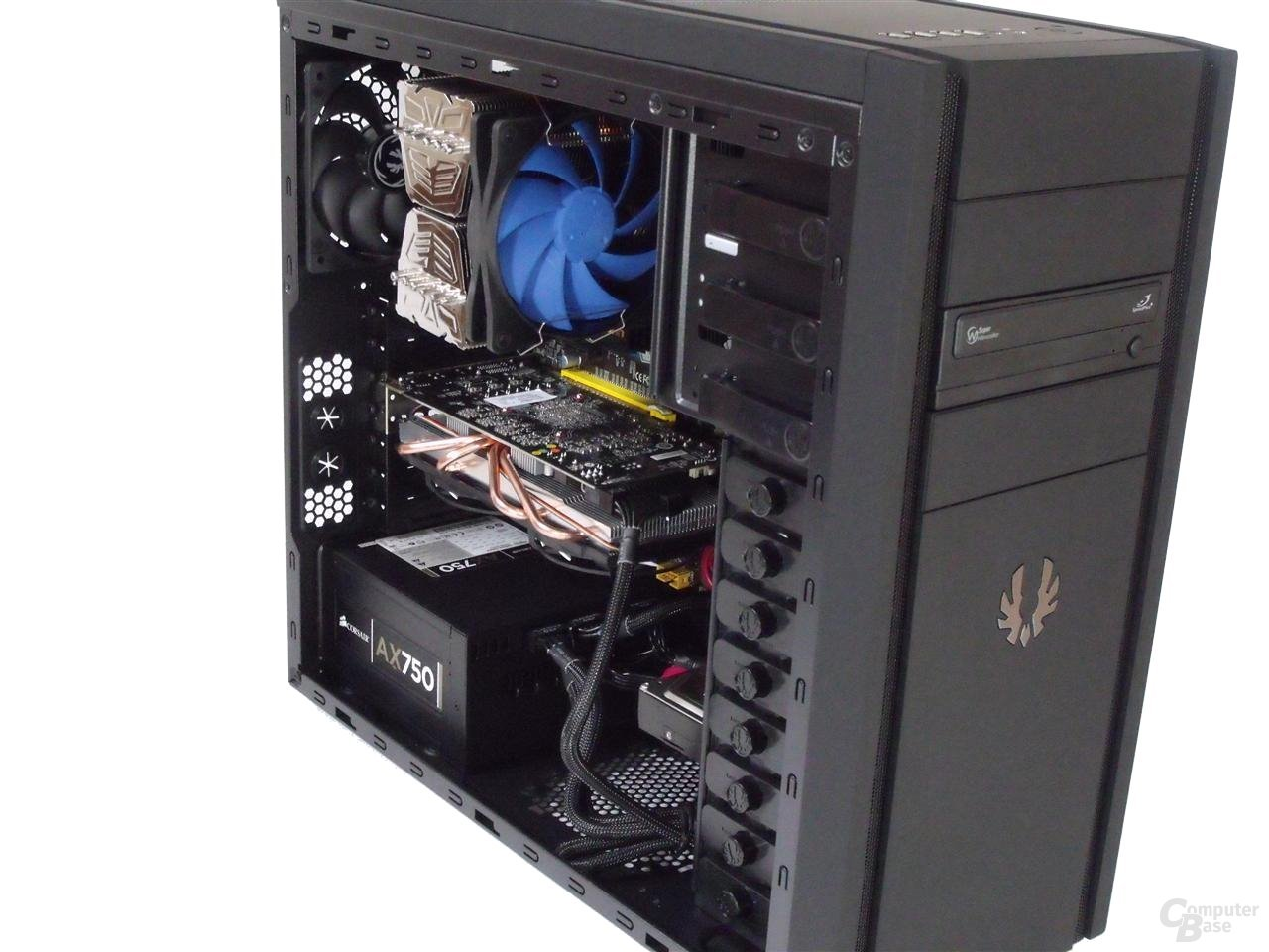 BitFenix Shinobi – Innenraum mit Hardware