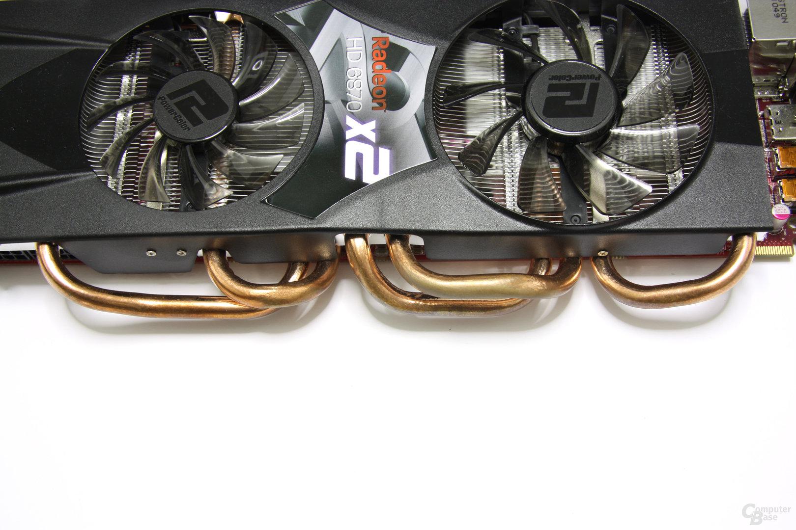 Radeon HD 6870 X2 HEatpipes von oben