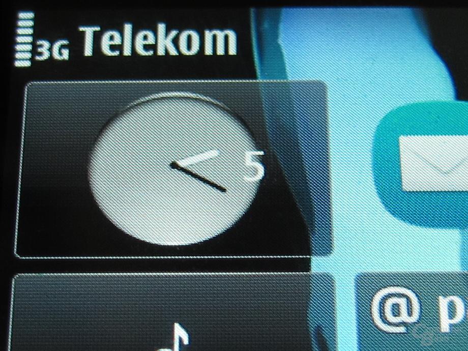 Nokia E6: Display: Display mit hoher Punktdichte