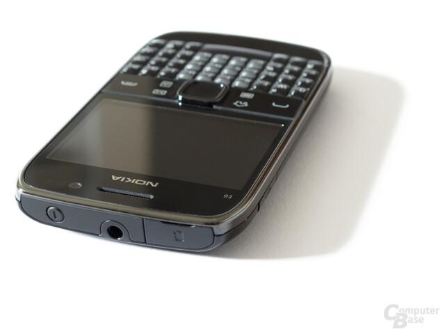 Nokia E6: Anschluss für Headsets und Fernseher, Einschub für Speicherkarten