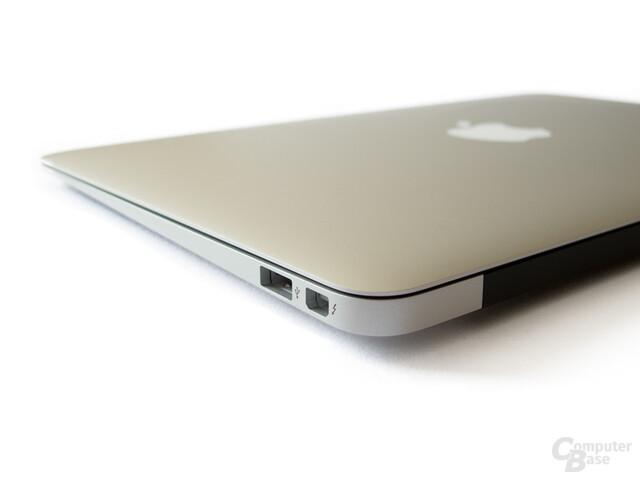 MacBook Air: Anschlüsse auf der rechten Seite: USB 2.0 und Thunderbolt