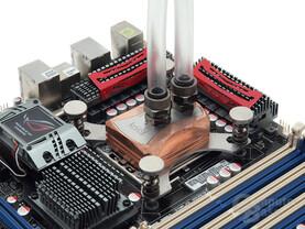 Montiert: Aquacomputer cuplex kryos HF