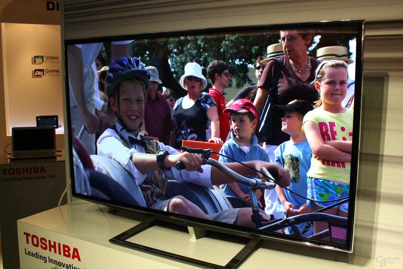 Live-Aufnahmen von Toshibas brillenlosem 3D-TV