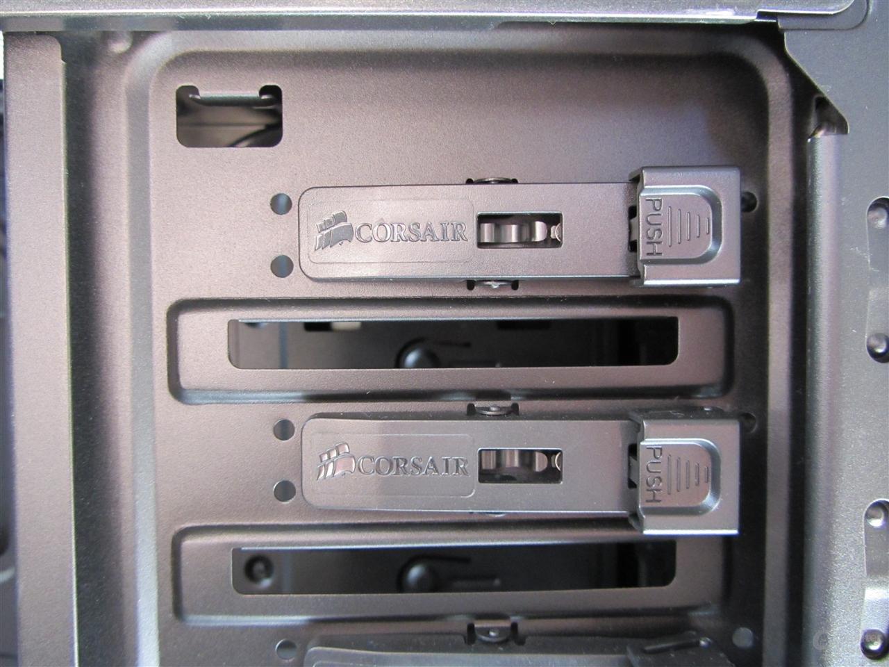 """Corsair Carbide 400R – Schnellverschlüsse für 5,25""""-Geräte"""