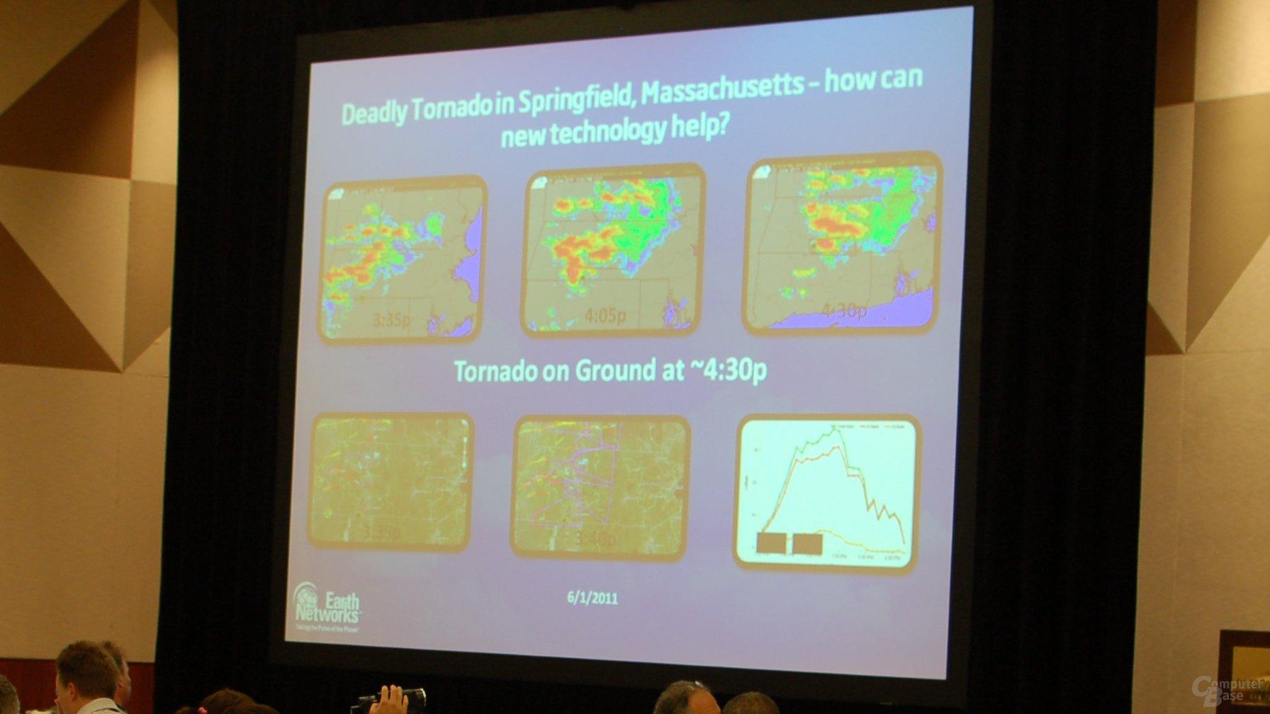 Tornade-Vorhersage mit Radar- (oben) und Blitzzählung