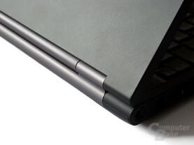 Samsung 200B5B: Zu leichtgängige Scharniere