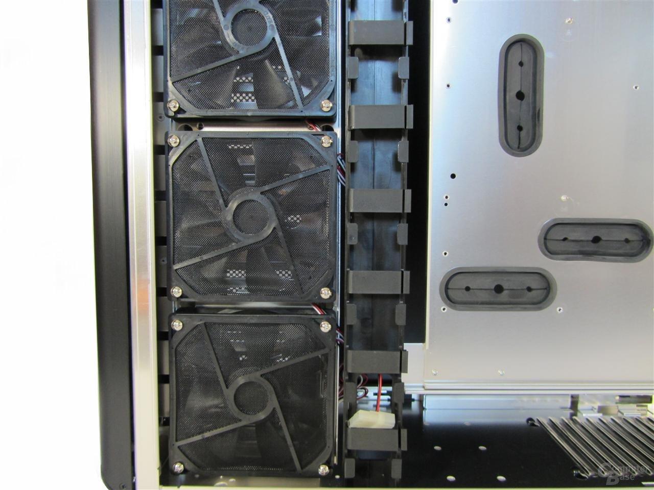 Lian Li Z70 – Lüfter für Kühlung der Festplatten und Kabelkanal
