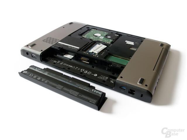 Dell Vostro 3555: Unterseite mit Festplatte, RAM und Akku