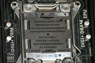 Schutzdeckel drückt automatisch heraus, wenn CPU installiert ist