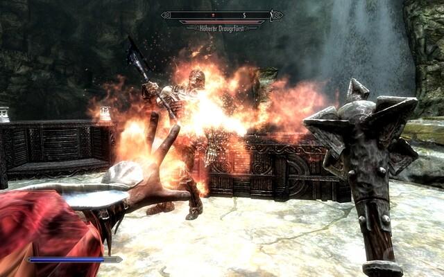 The Elder Scrolls V: Skyrim: Feuerhand gegen einen Untoten: Gekämpft wird in Skyrim traditionell viel