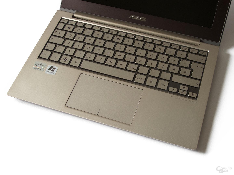 Asus Zenbook UX21E: Tastatur und Touchpad
