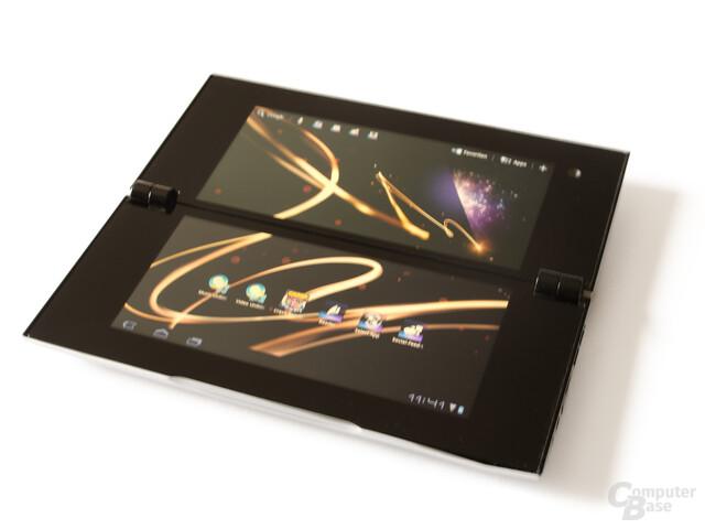Sony Tablet P: Schnellzugriffe am oberen Bildschirmrand und eigene Dienste