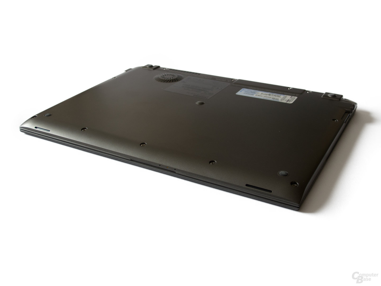 Toshiba Satellite Z830: Bodenplatte nur unnötig schwer entfernbar