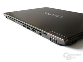 Toshiba Satellite Z830: Gut platzierte Anschlüsse auf der Rückseite