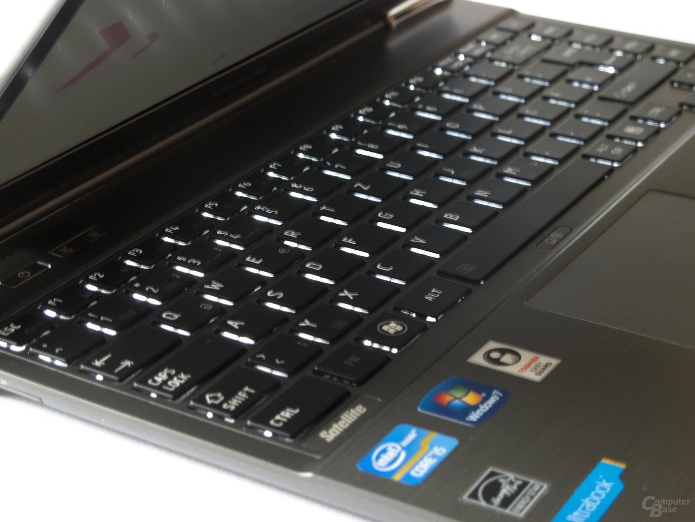 Toshiba Satellite Z830: Beleuchtete Tastatur