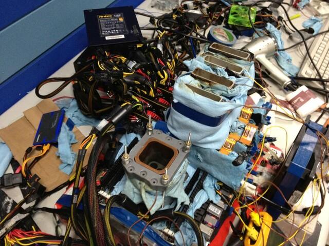 Vier HD 7970 im CrossFire-Verbund mit Stickstoffkühlung