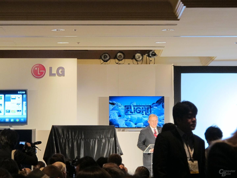 Im Hintergrund: LG Cinema-Screen-Display