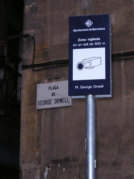 Symbol für mehr Sicherheit oder Überwachungssatire? Quelle: http://boingboing.net/2005/06/05/orwell-plaza-in-barc.html