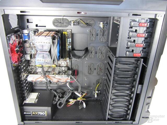 Aerocool Strike-X ST – Innenraum mit Hardware