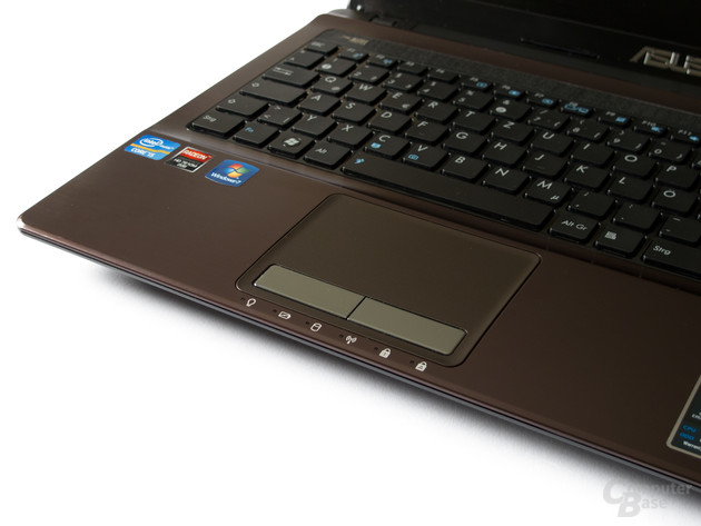 Asus X53SK: Tastatur und Touchpad