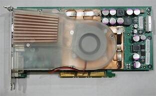Bild - Tomshardwareguide - Riesen Kühler auf der GeForce FX Referenzkarte