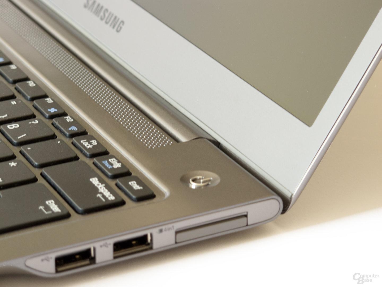 Samsung 530U3B: Einschalter und Scharnier