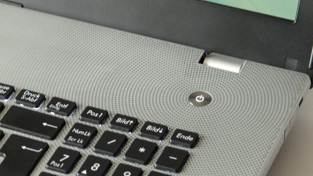 Asus N76VM im Test: Notebook mit Full HD auf 17 Zoll und GT 630M