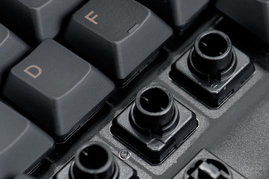 Topre-Switches komobinieren Feder- und Rubberdometechnik