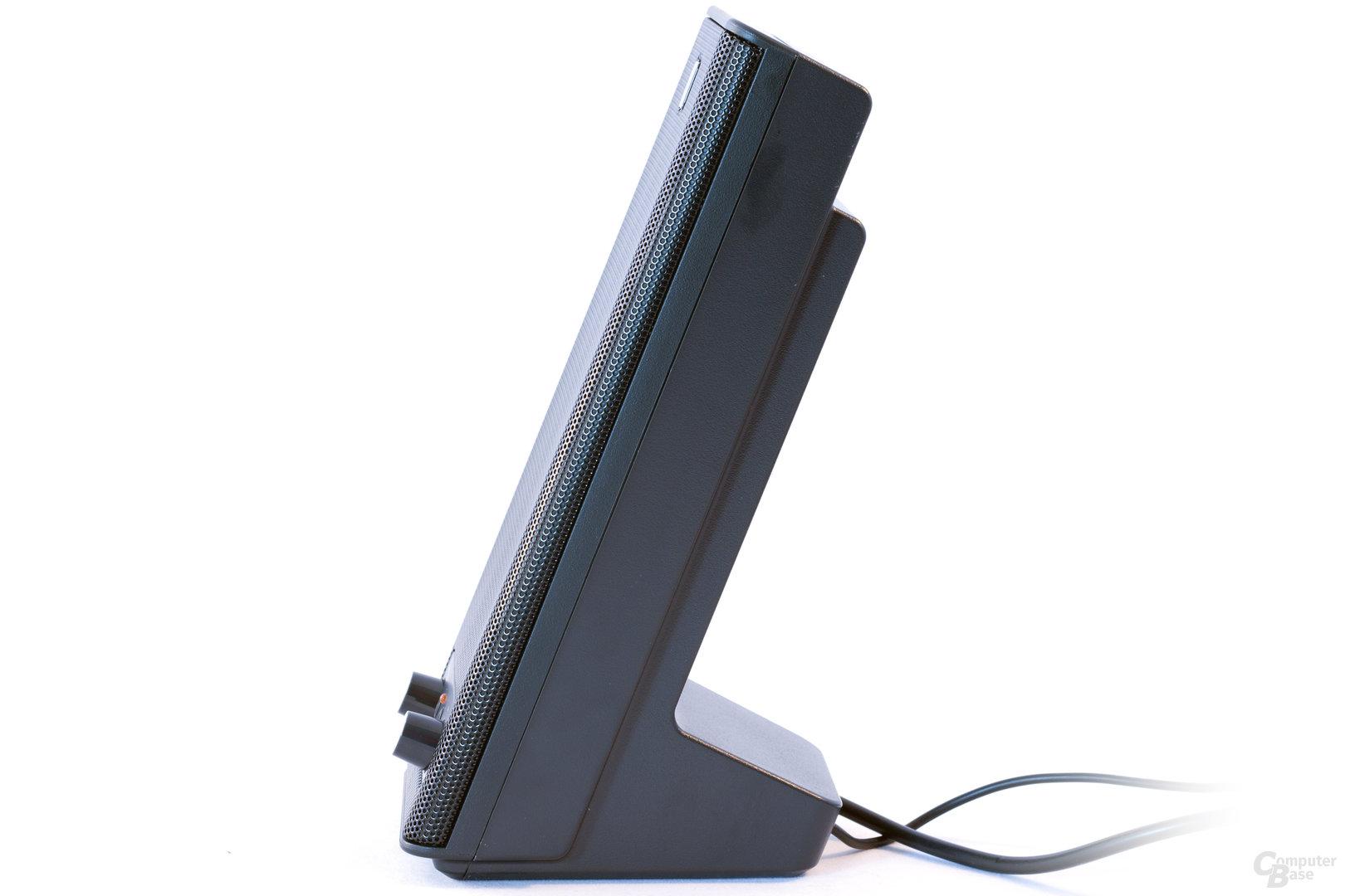 Seitliche Ansicht eines Lautsprechers des Logitech X-140