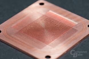 Feine Pin-Struktur durch 90°-Schnitte