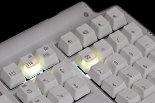 Status-LEDs durchleuchten die Tastenkappen