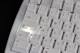 Caps-Lock-Taste mit LED-Fenster