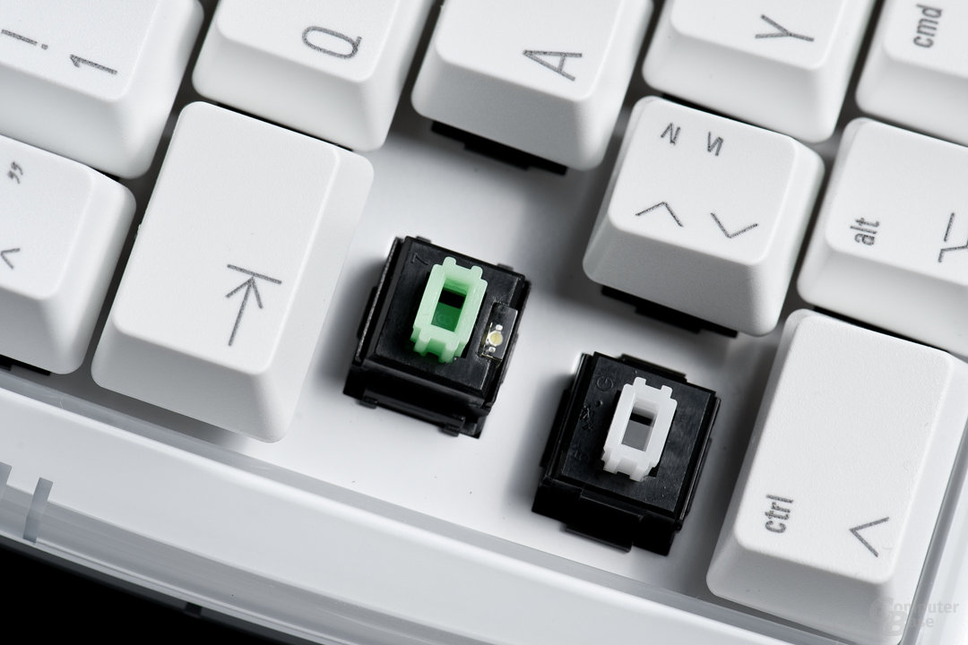 Status-LEDs sind direkt in die Tasten integriert (hier Caps-Lock)