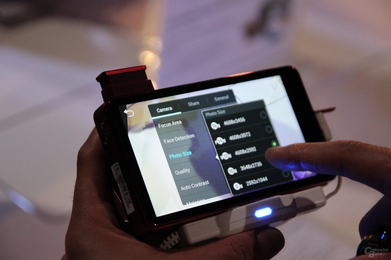 Samsung Galaxy Camera angefasst