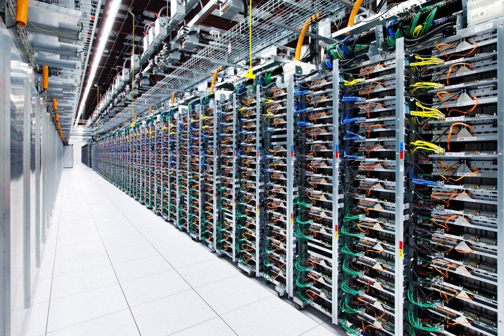 Jedes Server-Rack verfügt über vier Switches