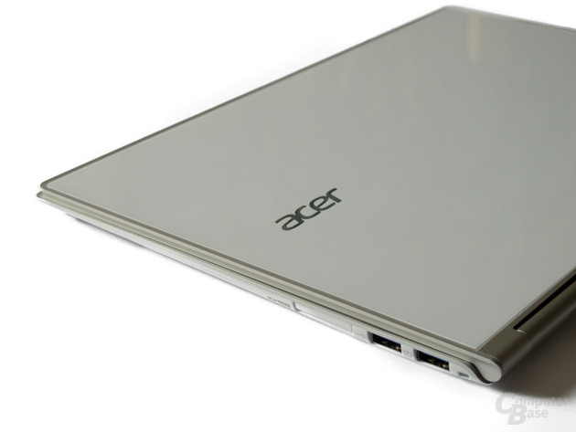 Anschlüsse rechts: Kartenleser, USB 3.0