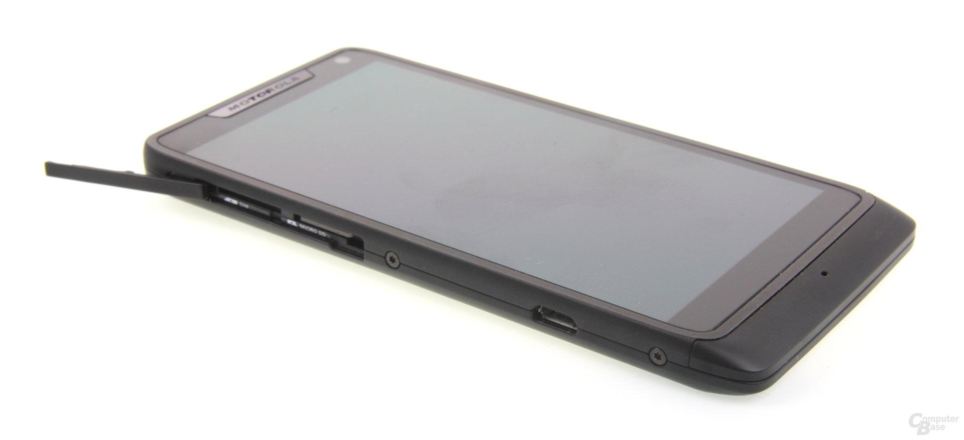 Motorola RAZR i Einschübe
