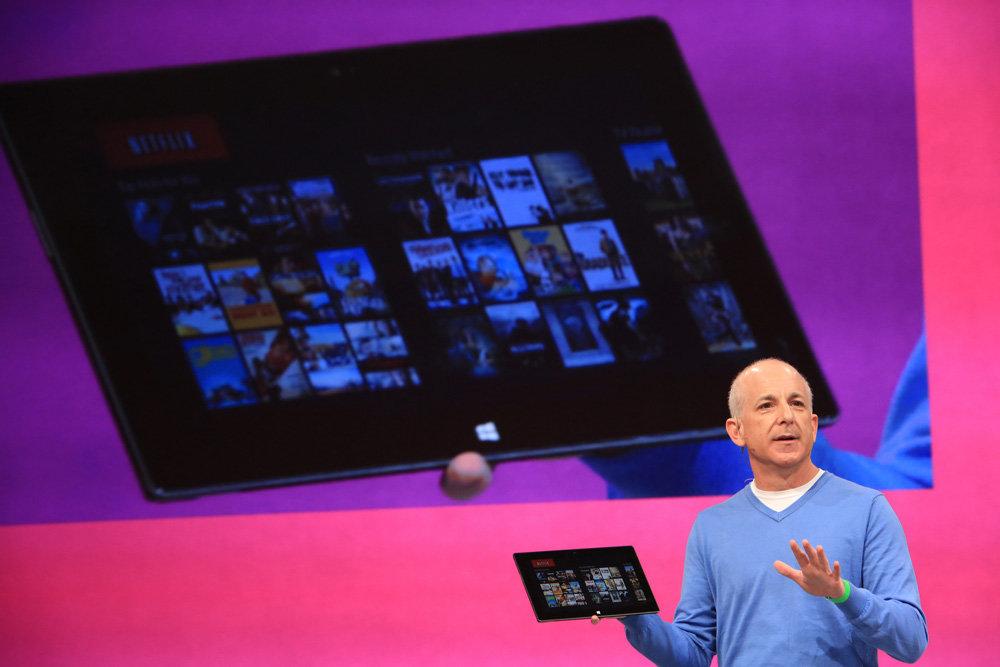 Steven Sinofsky mit dem Microsoft Surface