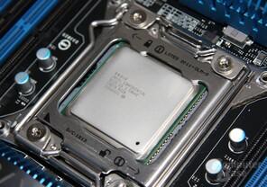 Intel Core i7-3970X im Sockel