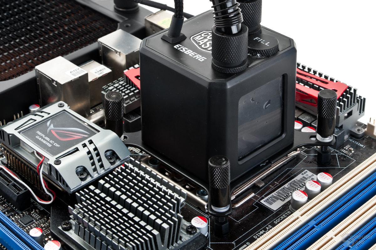 Cooler Master Eisberg auf Intel-Plattform montiert