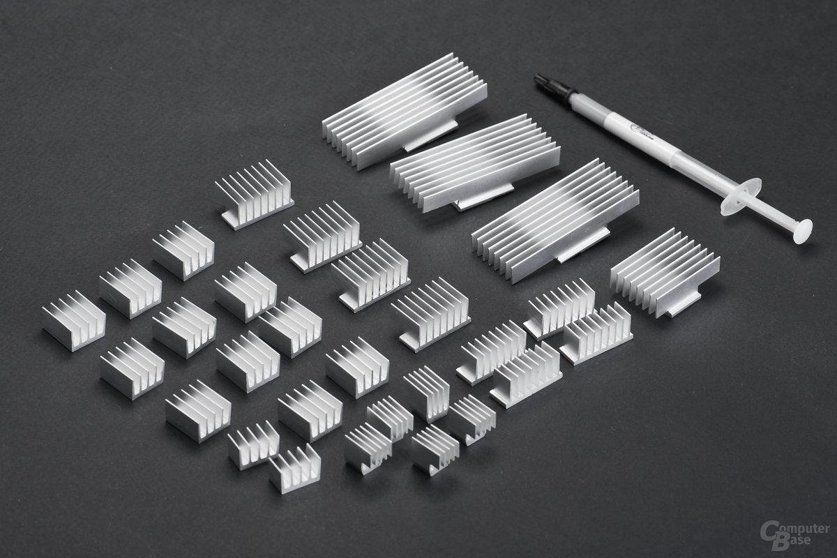 Zahlreiche Zusatzkühler für elektronische Bauteile