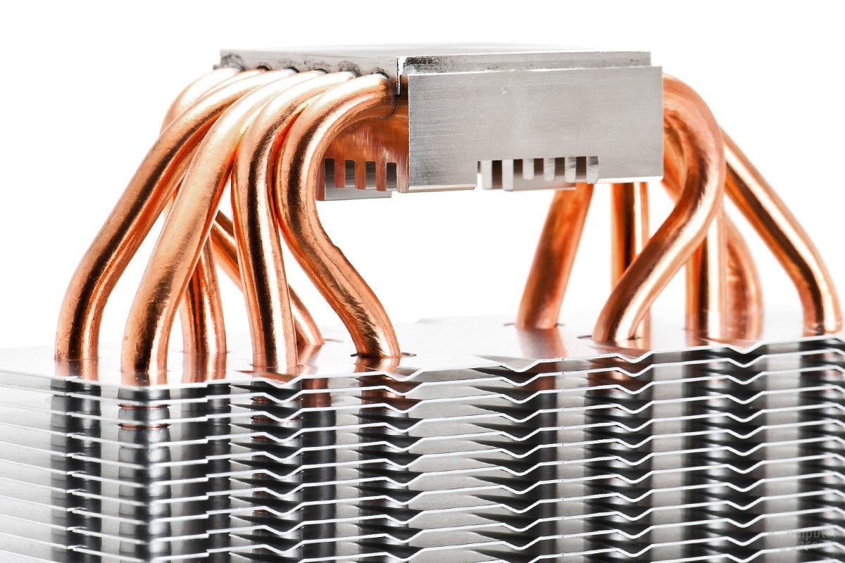 Sechs 6-mm-Heatpipes durchqueren die Bodenplatte